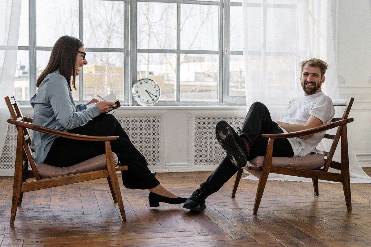 man engaging in cbt with woman therapist